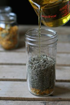 Learn how to infuse herbs in oils so you can make healing salves, balms, ointments. Use herb infused oils in your cooking to add a bit of flare to your food. Healing Herbs, Medicinal Plants, Natural Healing, Natural Home Remedies, Herbal Remedies, Natural Medicine, Herbal Medicine, Herb Recipes, Herbal Oil