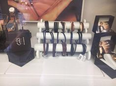Passend zum Shopping-Saturday freuen wir uns Euch mitteilen zu können dass wir einen weiteren COWstyle-Händler in unseren Kreis aufnehmen konnten! Ab sofort bekommt Ihr eine Auswahl unserer Produkte auch bei Handarbeiten Elisabeth Maurer . Also nichts wie los ! Elisabeth Maurer und Ihr Team freuen sich schon auf Euch! An dieser Stelle noch einen herzlichen Dank für die liebevolle Auslage unserer Produkte an das gesamte Maurer Team! #cowstyle #jewelry #schmuck #fashion #leder #leather… Ab Sofort, Women Jewelry, Shops, Instagram Posts, Display Stands, Graz, Hand Crafts, Products, Leather