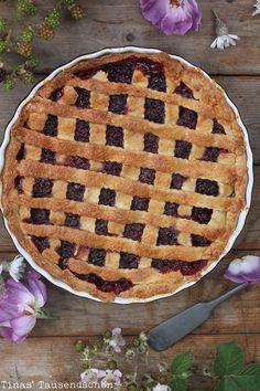 Tina's Tausendschön: Pie in Black! Brombeer - Haselnuss Pie