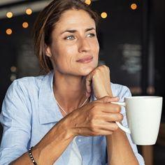Δίαιτα για μετά τα 50: To ενδεικτικό πλάνο διατροφής από τη διαιτολόγο - Shape.gr Coffee Vs Tea, Degenerative Disease, Brewing Tea, Asia, Aging Process, Good Mood, Health Benefits, Healthy Life, Health And Wellness