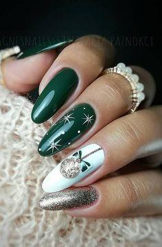 Christmas Nails 2019, Christmas Gel Nails, Christmas Nail Art Designs, Holiday Nails, Christmas Design, Christmas Glitter, Winter Nail Designs, Xmas Nail Art, Winter Nail Art