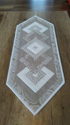 No instructions - Love this fabric combo. Use this fabric with similar pattern for table runner?