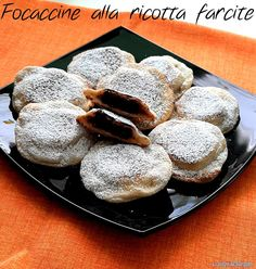 FOCACCINE DI RICOTTA FARCITE #ricettadelgiorno #food #loscrignodelbuongusto #passionecucina #focaccine #nutella #merenda #ricettedolci #senzauova #ricetteveloci #cottoinpadella
