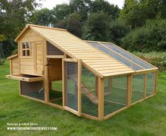 Building A DIY Chicken Coop If you've never had a flock of chickens and are considering it, then you might actually enjoy the process. It can be a lot of fun to raise chickens but good planning ahead of building your chicken coop w Chicken Coop Designs, Small Chicken Coops, Chicken Coop Run, Portable Chicken Coop, Backyard Chicken Coops, Building A Chicken Coop, Chicken Runs, Chickens Backyard, Best Egg Laying Chickens