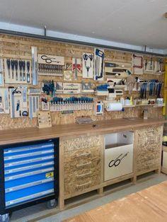 Garage Workshop Organization, Garage Tool Storage, Workshop Storage, Garage Tools, Shed Storage, Wood Workshop, Workshop Design, Garage Shop, Garage Workbench Plans