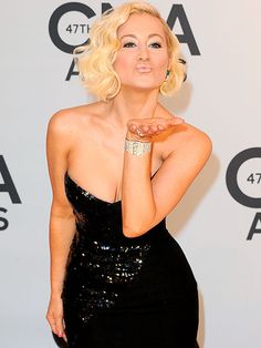Presenter Kellie Pickler gives the CMA Awards red carpet her kiss of approval prior to Wednesday's show at the Bridgestone Arena in Nashville. http://www.people.com/people/package/gallery/0,,20316530_20753169,00.html