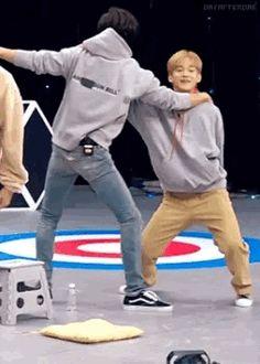 Tol and Smol dance Baekhyun, Park Chanyeol Exo, Kpop Exo, Exo K, Chanbaek, Exo Ot12, Kaisoo, Shinee, Exo Couple