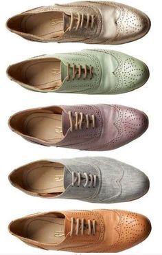 Shoes by Brazilian designer Santa Lolla . Oxfords - they get me every time. Via Amateur Couture Cute Shoes, Me Too Shoes, Men's Shoes, Shoe Boots, Oxford Brogues, Oxford Shoes, Wingtip Shoes, Style Feminin, Fashion Shoes