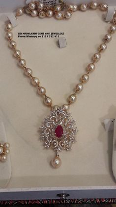 Check Out These Small (& Stunning) Gold Necklace Designs Pearl Necklace Designs, Gold Earrings Designs, Beaded Jewelry Designs, Jewelry Patterns, Small Pearl Necklace, Pearl Necklace Wedding, Gold Designs, Necklace Ideas, Gold Bangles Design