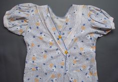 Original and rare 1920s beach pajamas. Made from a floral cotton, they have lovely cropped wide legs and an attached belt. The top crosses at the front and does up with two yellow buttons. Cute puffed short sleeves.  No label, probably homemade.  Condition: Very good. They have popped seams on the waist, on one collar and under the crotch, not serious. A couple of small marks. A couple of frayed edges.  Measurements: All measurements are taken with the garment laying flat and doubled.  Bust…
