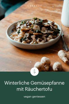 Eine feine vegane Gemüsepfanne mit Topinambur, Federkohl und Räuchertofu. Einfach vegan kochen mit winterlichem Gemüse. Wurzelgemüse, vegane Beilage, Topinambur Rezept vegetarisch, Rezept Pfanne, Gemüsepfannen vegetarisch, low carb, saisonal Februar, Januar, März, Dezember, November, Kochen regional und saisonal, nachhaltige Küche Kraut, Regional, Cereal, Low Carb, Breakfast, Jerusalem Artichoke Recipe, Side Dish, December, Play Dough