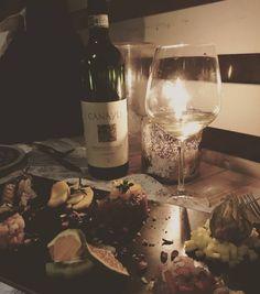 Shellfish porcine and truffel! It's dinner time.. Vermentino di Gallura by Canayli!! www.vininorden.com  #dinner #wine #whitewine #vermentino #gallura #canayli #vininorden #fb #tw #pin #shellfish #porcine #truffle #Winestagram #winelovers #winenight #vin #hvidvin #godvin #middag #skaldyr #trøffel #svin #lørdag