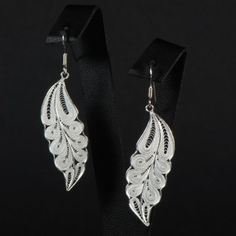 Boucles d'oreille Pocahontas 59.00€ Neli Quilling, Quilling Earrings, Paper Earrings, Quilling Craft, Quilling Jewelry, Paper Jewelry, Paper Beads, Paper Quilling, Diy Jewelry