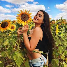 Girl Photography Poses, Nature Photography, Sunflower Field Pictures, Sunflower Field Photography, Instagram Pose, Insta Photo Ideas, Foto Pose, Jolie Photo, Photoshoot Inspiration