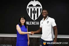 Valencia have completed the season-long loan signing of Manchester City's Eliaquim Mangala