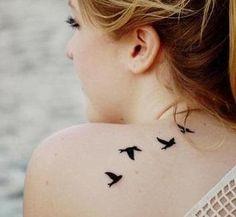 Quelle est la signification des tatouages d'oiseaux
