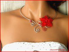 ˚•●๑ Maélys collier mariage rouge et argenté - collier réalisé avec des fleurs de soie rouge - perles nacrées - alu,laiton argent rouge la couleur des perles nacrées peuvent être changée sur demande ainsi que le fil. envoi soigné sous enveloppe bulle!!! LE DELAI DE