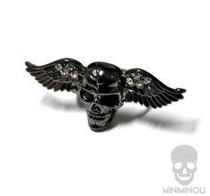 Anel caveira com asas olhos pretos