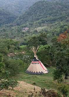 View tipis that are set up all around the world Couple Halloween Costumes For Adults, Teen Costumes, Indian Costumes, Woman Costumes, Couple Costumes, Pirate Costumes, Group Costumes, Native American Humor, Native American Indians