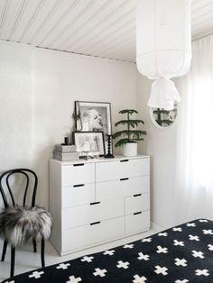 Ikea 'nordli' dresser in bedroom ikea sovrum, lägenhetsidéer Ikea Bedroom Dressers, Ikea Dresser, Nordli Ikea, Minimalist Bed, Diy Furniture Projects, Interior Exterior, Contemporary Bedroom, Dream Decor, Interiores Design