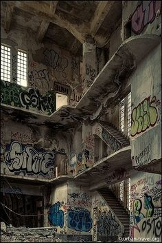 The abandoned prison of Carabanchel Spain Abandoned Prisons, Abandoned Buildings, Abandoned Places, Abandoned Castles, Haunted Places, Abandoned Mansions, Rauch Fotografie, Grunge Photography, Urban Decay Photography