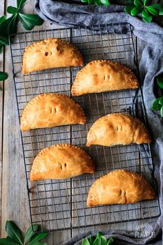 Use up leftover turkey from Thanksgiving or Christmas in a delicious way! Make up a batch of these leftover turkey and sweet potato pasties for dinner. Leftover Turkey, Turkey Leftovers, Thanksgiving Dinner Recipes, Christmas Recipes, Rough Puff Pastry, Cornish Pasties, Fresh Cranberries, Recipe Using, Pie Recipes