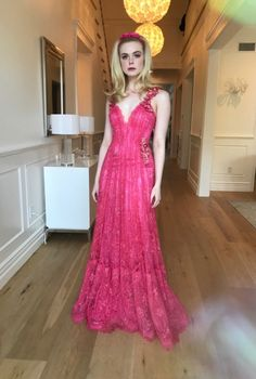 RG: Elle Fanning wearing Rodarte's Flamingo Lace Gown to the premiere of Teen Spirit. Kate Middleton, Dresses For Teens, Nice Dresses, Pink Dress, Dress Up, Dakota And Elle Fanning, Girl Fashion, Fashion Outfits, Style Fashion