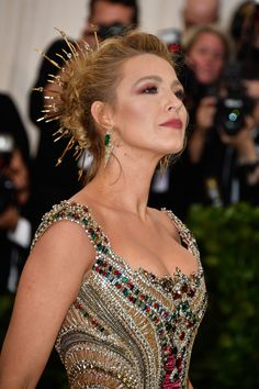 And the only one who deserves this position to best dressed in is for Queen Blake Lively ❤😍 ❤ Donatella Versace, Anna Wintour, Kate Bosworth, Event Dresses, Nice Dresses, Vestidos Versace, Look Fashion, Girl Fashion, Blake Lovely