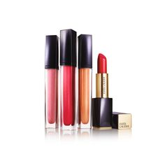 Estée Lauder lanciert Pure Color Envy Sculpting Gloss and Lacquer – eine begehrenswerte Lippen-Kollektion, die das Aussehen der Lippen verwandelt. Ab 17. März erhältlich um ca. € 27,-