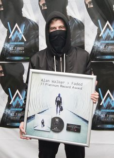 習慣蒙面的艾倫沃克7日晚間帶來狂熱EDM。圖/索尼提供 Alan Walker Faded, Dubstep, Walker Join, Smile With Your Eyes, Electro Music, Alesso, Walker Art, Best Dj, Avicii