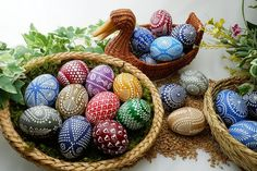 When I was a child, my mother had some special Sorbian Easter Eggs in a basket at Easter. How are these beautiful eggs made, and who are the Sorbs? Food Coloring Chart, Eggs In A Basket, Easter Egg Dye, Easter Art, Easter Ideas, Easter Crafts, Photo Candles, How To Cook Eggs, Easter Eggs