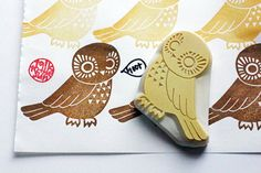 owl hand carved rubber stamp. a little wise bird. in japan it brings happiness. lucky birds. SIZE: about 6cmX5.5cm (2.35inX2.16in) ABOUT RUBBER STAMPS: • made to order • 10mm thick soft rubber block • block color may vary • backings or handles - optional with extra cost • materials for