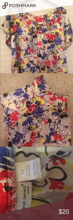 Plus size Floral Blouse (Harve Bernard) sz 1x Beautiful Floral Blouse! Perfect for the summer to pair with jeans, shorts, or pencil skirt! Only worn once and is in almost new/excellent condition! Harve Benard Tops Blouses
