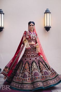 Wedding Outfits For Women, Indian Bridal Outfits, Indian Bridal Fashion, Indian Bridal Wear, Indian Gowns Dresses, Indian Fashion Dresses, Indian Designer Outfits, Bridal Dresses, Designer Lehnga Choli
