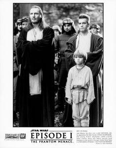 STAR WARS: ÉPISODE I - LA MENACE FANTÔME / STAR WARS: EPISODE I - THE PHANTOM MENACE Liam Neeson, Ewan McGregor, Natalie Portman et Jake Lloyd dans le film de George Lucas (1999). Sept épreuves argentiques… - Kapandji Morhange - 06/10/2014