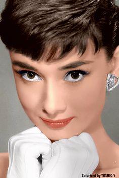 Audrey Hepburn, *beautiful close-up of her face.