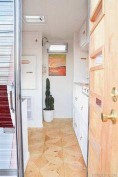 EN MI ESPACIO VITAL: Muebles Recuperados y Decoración Vintage: La (increíble) transformación de una mini caravana { Amazing tiny trailer makeover }