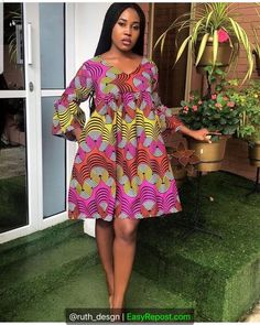 Latest Aso Ebi Styles For The Weekend Are you a weekend party freak and looking for the perfect aso ebi styles and aso ebi wears to r. Short African Dresses, African Blouses, Latest African Fashion Dresses, African Print Dresses, African Print Fashion, Short Gowns, Ankara Gown Styles, African Traditional Dresses, African Attire