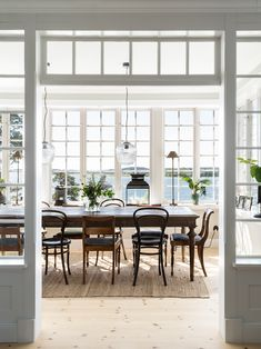 Made In Persbo: Nybyggd idyll på Dalarö Nordic Home, Scandinavian Home, Exterior Design, Interior And Exterior, Classic Building, Style Deco, Beautiful Interior Design, Interior Stylist, Interior Inspiration