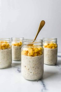 Peach Smoothie Recipes, Mango Recipes, Oats Recipes, Whole Food Recipes, Low Calorie Overnight Oats, Overnight Oats With Yogurt, Healthy Low Calorie Meals, Low Calorie Recipes, Cooking