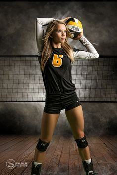47 Ideas for fitness photoshoot ideas portraits senior pics Volleyball Poses, Volleyball Senior Pictures, Female Volleyball Players, Girl Senior Pictures, Women Volleyball, Senior Girls, Volleyball Images, Volleyball Uniforms, Softball Pictures