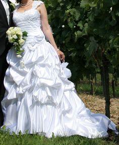 ♥ Traumhaft schönes Hochzeitskleid in Weiß ♥  Ansehen: http://www.brautboerse.de/brautkleid-verkaufen/traumhaft-schoenes-hochzeitskleid-in-weiss/   #Brautkleider #Hochzeit #Wedding
