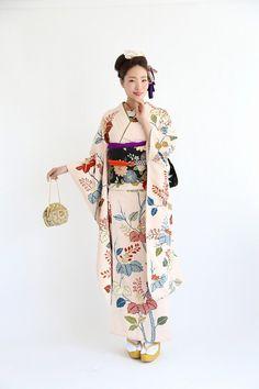 Japanese Costume, Japanese Kimono, Traditional Fashion, Traditional Outfits, Long Sleeve Kimono, Modern Kimono, Kimono Fabric, Oriental Fashion, Japanese Outfits