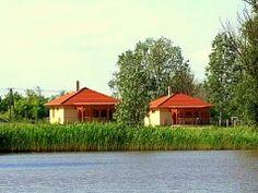 Ferienhaus Ungarn, Palota Bungalows in Tiszagyenda.  Diese Ferienhäuser in Ungarn sind nahe beieinander auf einer Fläche von 6,5 Hektar. Beide Bungalows sind 70 m² groß und verfügen über eine überdachte Terrasse.  Ideal für einen Urlaub mit einer Gruppe von Freunden, oder zwei Familien.  http://www.ferienhauserinungarn.de/ferienhauser-ungarn-angebote/Ferienhaus_ungarn_palota_bungalows_tiszagyenda_200/