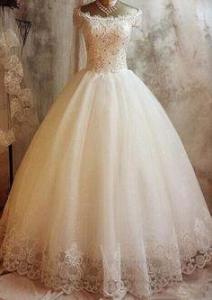 Love this beautiful dress!