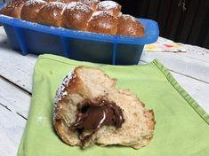 il pan brioche integrale dolce farcito è un sofficissimo panbrioche che io ho farcito con della spalmabile al cioccolato per la colazione di tutti i giorni