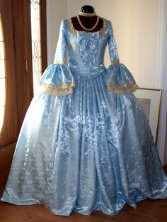 Cheap costume party, Buy Quality dresses spain directly from China costumes twilight Suppliers: Custom Made Marie Antoinette French Colonial Beethoven Waltz Masquerade Ball Venice Mardi Gras Panniers Dress Gown Costume Old Fashion Dresses, Old Dresses, 1800s Dresses, 1920s Dress, Vintage Gowns, Vintage Outfits, Vintage Fashion, Vintage Hats, Steampunk Fashion