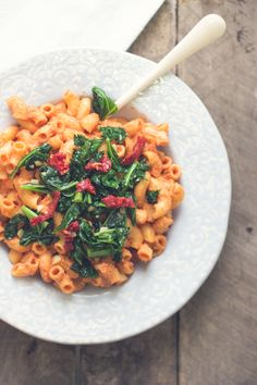VEGAN Smoked Tomato Pasta- super easy to make and a great alternative to cream sauce! │ bbritnell.com