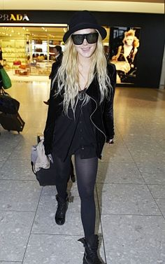 2009 > LINDSAY AND PARTICK AT LONDON HEATHROW AIPORT