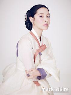 แฟชั่น ลียองเอ ในชุดฮันบก กับผิวขาวราวหิมะ ของเธอ | ผู้หญิงวันนี้